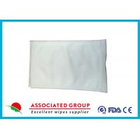 China Spunlace Nonwoven Body Cleaning Wet Wash Glove Mit Small Pearl Dot Ultrasonic Bonded wholesale