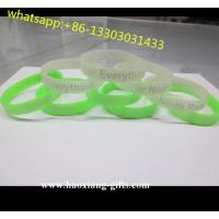 China popular cheap promotional uv sensitive sport silicone bracelet with custom logos wholesale