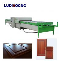 China Automatic two tables PVC film wood veneer vacuum membrane laminating press machine for MDF door cabinet on sale