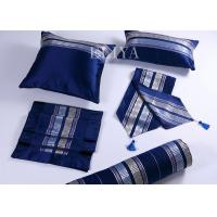 China 100% Polyester Hotel Sofa Comfort Pillow 16x16 Inch / 18x18 Inch Household Comfortable Pillow wholesale