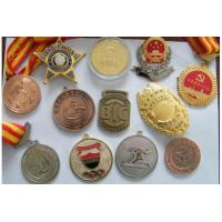 China custom kinds of badges/metal medals/sports trophy/souvenir coins/military badge on sale