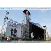 China Slim Thickness Outdoor Led Display Board Curved Background 50000 Nits Brightness wholesale