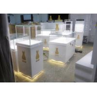 Retail Shop Museum Display Cases High Glossy White Color 12V Output Power