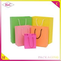 China Colours candy hand length handle paperboard wedding gift bag wholesale