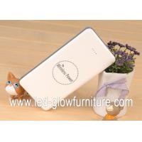 China Universal 8000mAh Qi Dual usb portable power bank for all mobiles devices wholesale