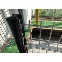China Ornamental Garden Triangle 2x2 Welded Wire Mesh Fence Waterproof Easily Assembled wholesale