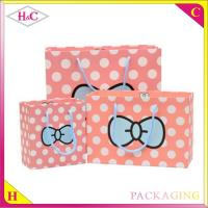 China Dot bowknot hand length handle paperboard gift bag wholesale