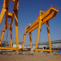 China Large Double Girder 100t Mobile Gantry Crane With Lifting Hoist on sale