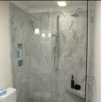 China Modern tempered glass white line glass Shower Room compact shower enclosure wholesale