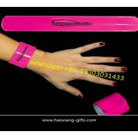 China wholesale custom logo silicone pink color promotional reflective slap wristband wholesale
