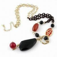 Fashionable Necklace, Decorated with Glass Beads, Plastic Beads and Metal Chain
