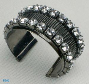 China Elegant OEM /ODM metal bangles with gunmetal plated and rhinstones wholesale