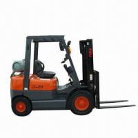 China Internal Combustion Diesel Forklift with Load Capacity of 2T wholesale